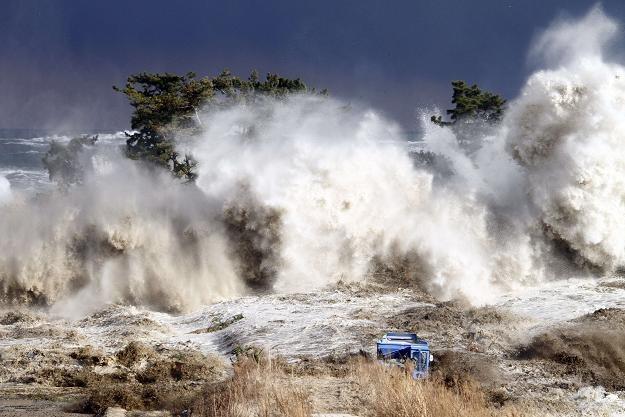 Problemy w elektrowni Fukushima są wynikiem zniszczeń wywołanych przez trzęsienie ziemi i tsunami /AFP