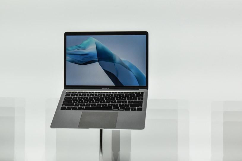 Problemy z klawiaturą w MacBookach to dla wielu największa wada komputerów przenośnych Apple /AFP