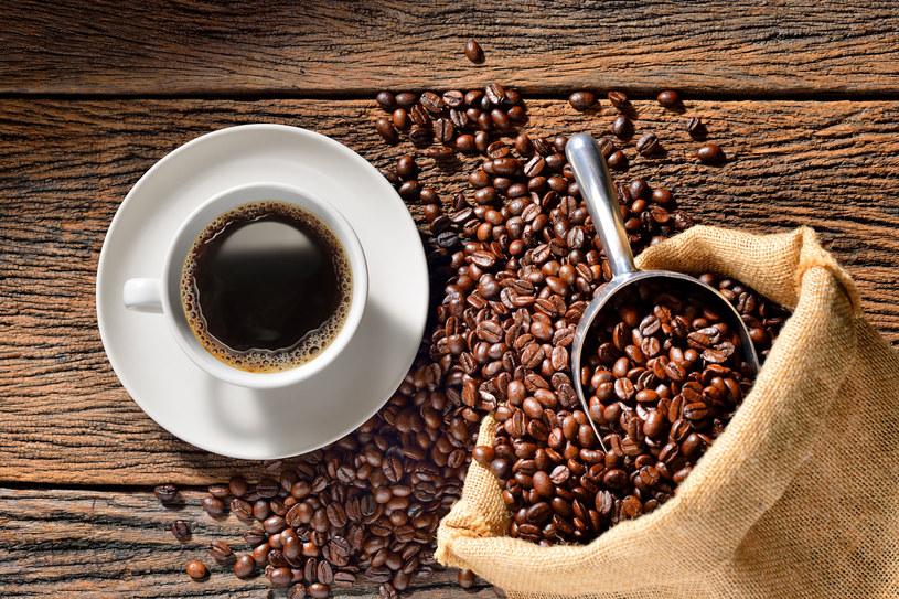 Problemy z oddychaniem? Napij się... kawy! /123RF/PICSEL