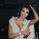 Problemy z sukienką Chloe Khan