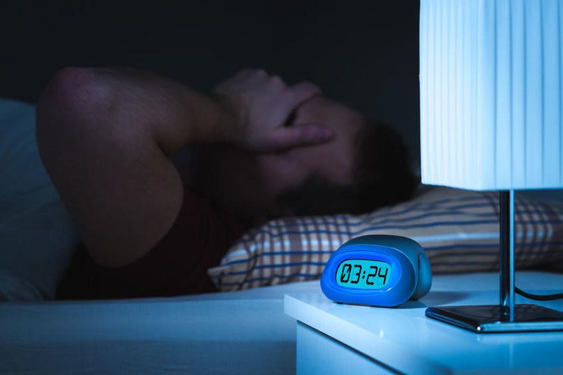 Problemy z zasypianiem /©123RF/PICSEL