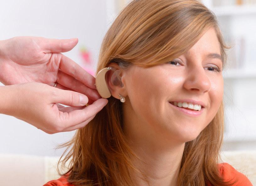 Problemy ze słuchem możesz zgłosić lekarzowi rodzinnemu. /Picsel /123RF/PICSEL