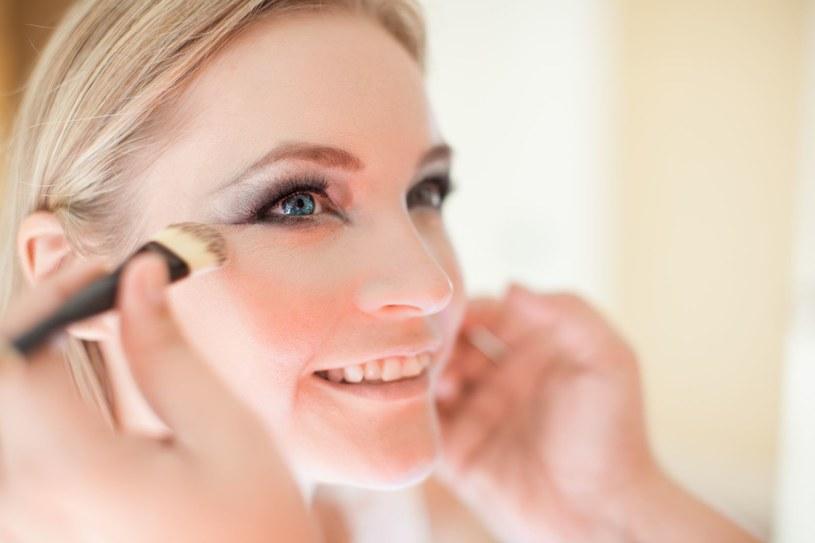 Próbny makijaż oszczędzi ci nerwów w dniu ślubu /123RF/PICSEL