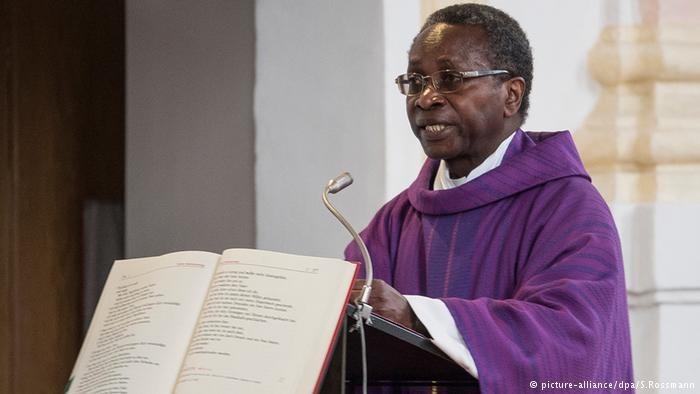 Proboszcz Olivier Ndjimbi-Tshiende odszedł po serii pogróżek / picture-alliance/dpa/S.Rossmann /Deutsche Welle