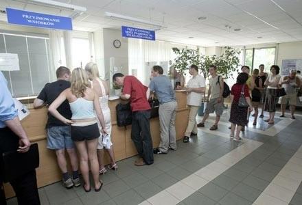 Procedura elektroniczna ma zlikwidować kolejki w wydziałach komunikacji fot. Michał Szalast /Agencja SE/East News