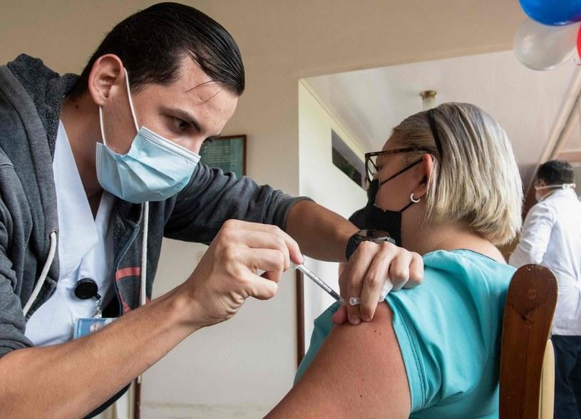 Proces szczepień w Izraelu idzie  bardzo szybko /AFP