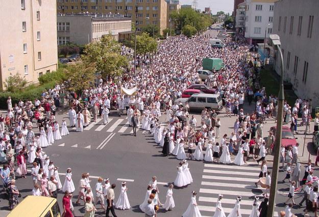 Procesja z 2003 w warszawskim Ursusie. Zdjęcie archiwalne. /RMF FM