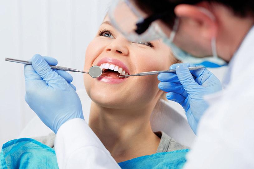 Próchnica może wywołać nie tylko ból zęba, ale także poważniejsze dolegli wo ści! /123RF/PICSEL