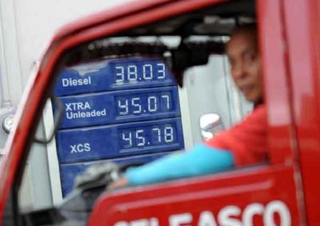 Producenci samochodów dostawczych i półciężarówek mają ograniczyć emisje CO2 /AFP