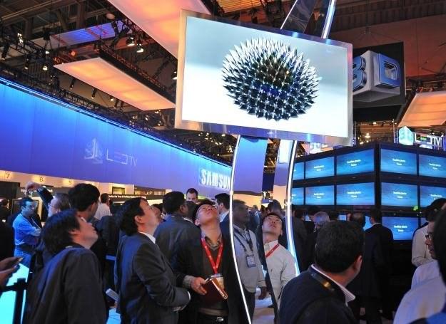 Producenci telewizorów szukają sposobów na zdobycie klientów /AFP