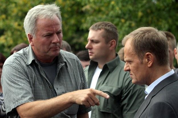 Producent papryki Stanisław Kowalczyk i premier Donald Tusk / Piotr Polak    /PAP