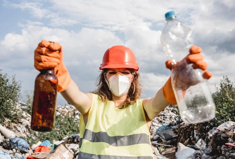 Producentom bardziej opłaca się wytwarzać produkty z surowca pierwotnego niż z surowców z recyklingu. /123RF/PICSEL