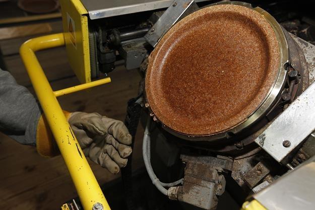 Produkcja ekologicznych talerzy z otrąb w firmie Jerzego Wysockiego w Zambrowie /PAP