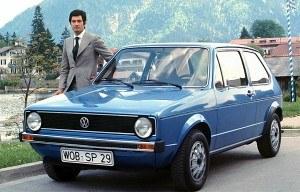 Produkcję Golfa I rozpoczęto w marcu 1974 roku, a oficjalna sprzedaż ruszyła kilka miesięcy później. Podstawowa, 50-konna wersja 1.1 kosztowała 7995 marek. Imię modelu nie pochodzi od nazwy dyscypliny sportowej, ale od prądu zatokowego (Golfstrom). /Volkswagen
