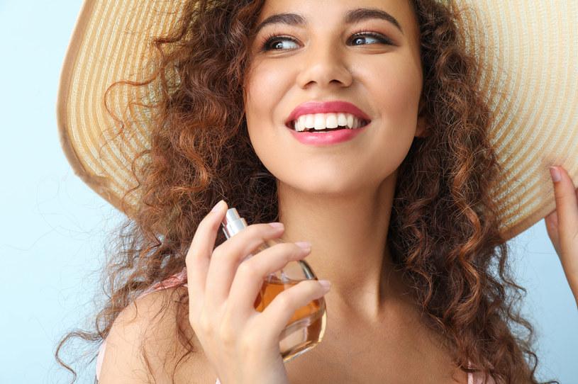 Produktem, po który sięga większość kobiet chcących utrwalić fryzurę, jest lakier /Adobe Stock