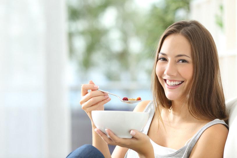 Produktów z grup białkowej i węglowodanowej nie należy łączyć w jednym posiłku /123RF/PICSEL