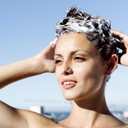 Produkty mleczne ratunkiem dla zniszczonych włosów /Getty Images/Flash Press Media