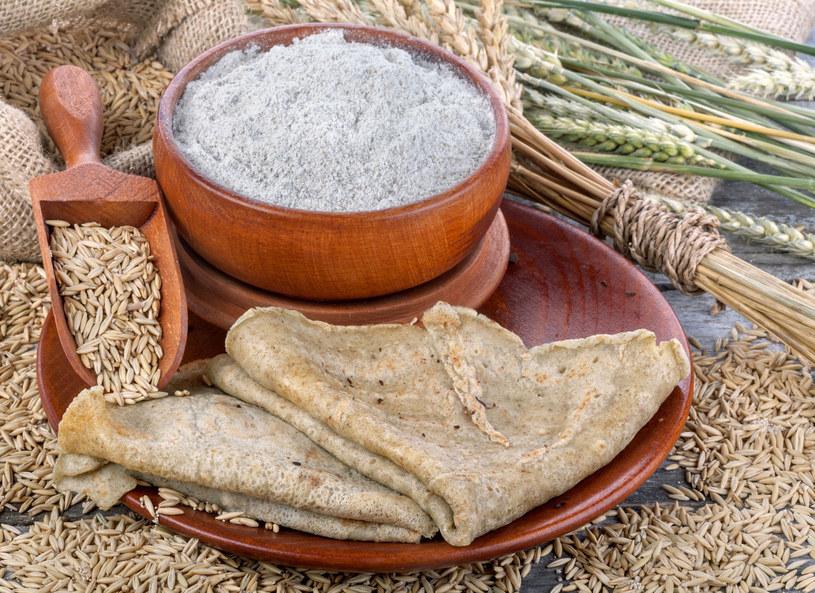 Produkty pełnoziarniste są bogate w błonnik pokarmowy, witaminy z grupy B, białko. /Picsel /123RF/PICSEL