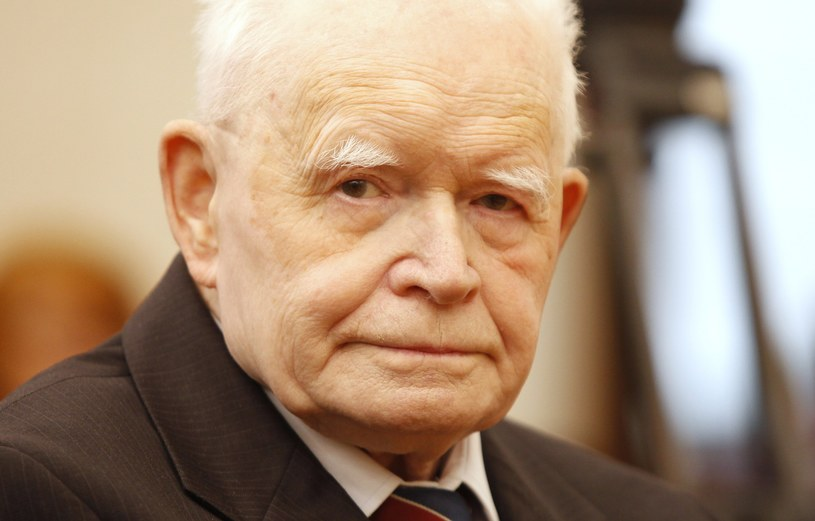 Prof. Adam Strzembosz zaapelował do polskich sędziów /Stefan Maszewski /East News