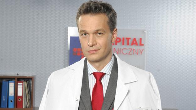 Prof. Andrzej Falkowicz (w tej roli Michał Żebrowski). /Agencja W. Impact