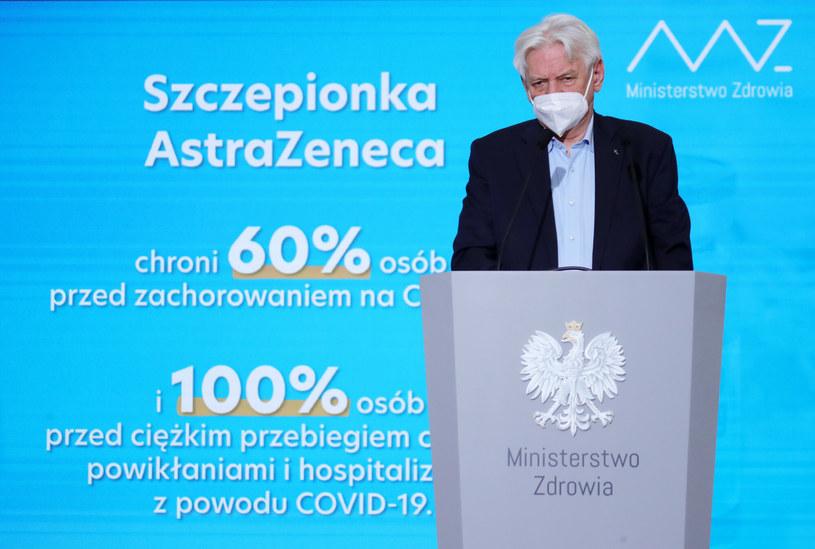 Prof. Andrzej Horban podczas konferencji prasowej /Piotr Molecki/East News /East News