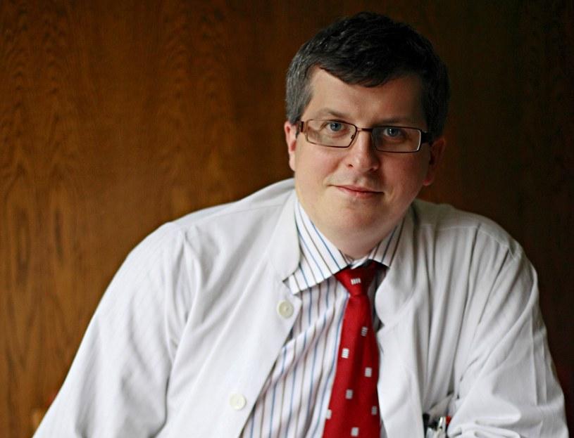 Prof. dr hab. n. med. Piotr Rutkowski  ostrzega przed bagatelizowaniem zmian skórnych /Krzysztof Żuczkowski  /Agencja FORUM