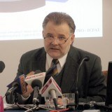Prof. Izdebski podczas konferencji /INTERIA.PL