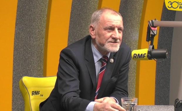 Prof. Jan Duda: Z synem nie politykujemy. Mamy całkowitą autonomię