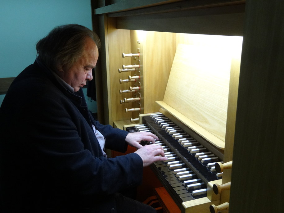 Prof. Krzysztof Latała przy organach Akademii Muzycznej w Krakowie /Grzegorz Jasiński /RMF FM