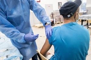 Prof. Krzysztof Tomasiewicz: Ozdrowieńcy również powinni się szczepić