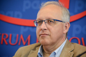 """Prof. Robert Flisiak po szczepieniu przeciwko COVID-19: Musimy robić """"show"""", żeby przekonywać, że warto"""