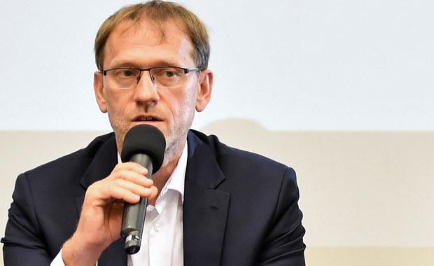 Prof. Tomasiewicz: Ludzie przestali stosować się do zaleceń, każdy chce wymazać epidemię z pamięci