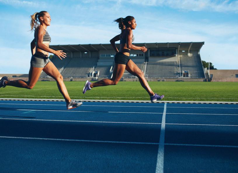 Profesjonalne biegaczki nie malują się nawet na największe imprezy sportowe /123RF/PICSEL