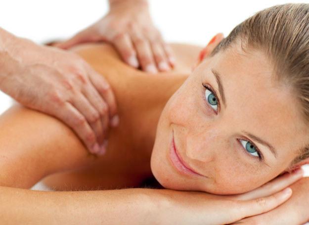 Profesjonalny masaż pomoże ci się rozluźnić /123RF/PICSEL