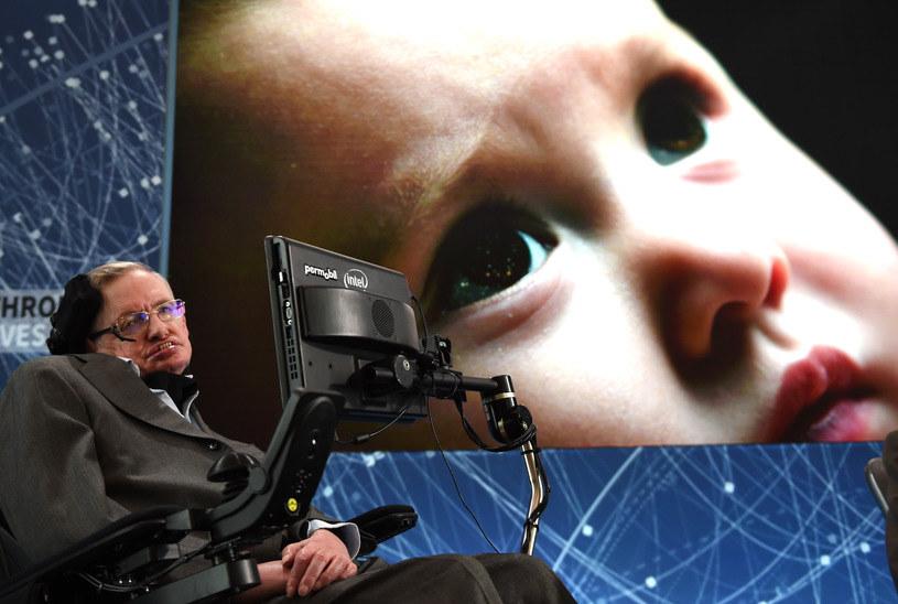 Profesor Hawking w ostatnim czasie nie stroni od kontrowersyjnych komentarzy /AFP