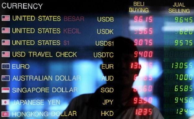 Prognozy na koniec roku to 3,85 zł za euro /AFP