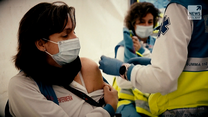"""Program """"Raport"""": Europa się szczepi przeciw koronawirusowi"""