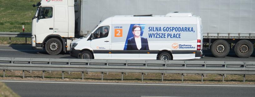 Program-van, którym premier Ewa Kopacz, w ramach objazdu po Polsce, udała się dzisiaj w trasę po województwie łódzkim /Grzegorz Michałowski /PAP