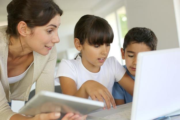 Program wdrożenia gier i aplikacji mobilnych w prace młodych został zainspirowany potrzebą rozwoju /©123RF/PICSEL