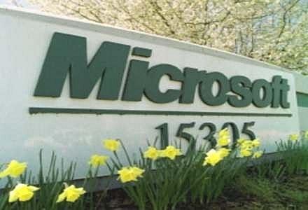 Programista Microsoftu dowodzi, że luki w systemach najszybciej łata... Microsoft /AFP