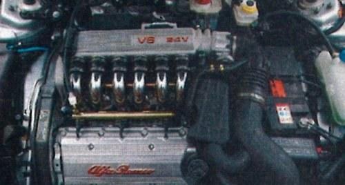 Projektanci Alfy dopracowali nawet wygląd silnika. Trudno się oprzeć urokowi 2,5-litrowego V6. /Motor
