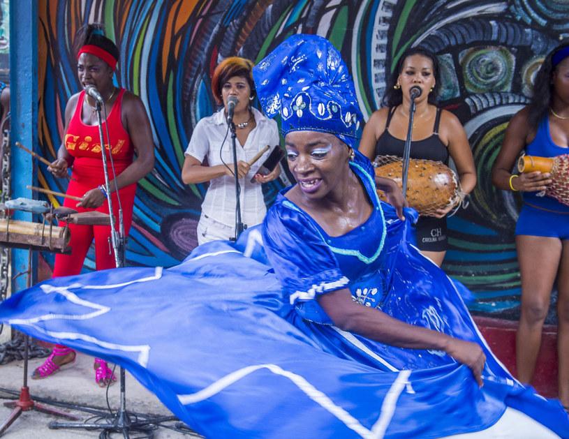 Projektanci, co i rusz starają się ognisty temperament Kubanek zaszczepić w swoich kolekcjach /123RF/PICSEL