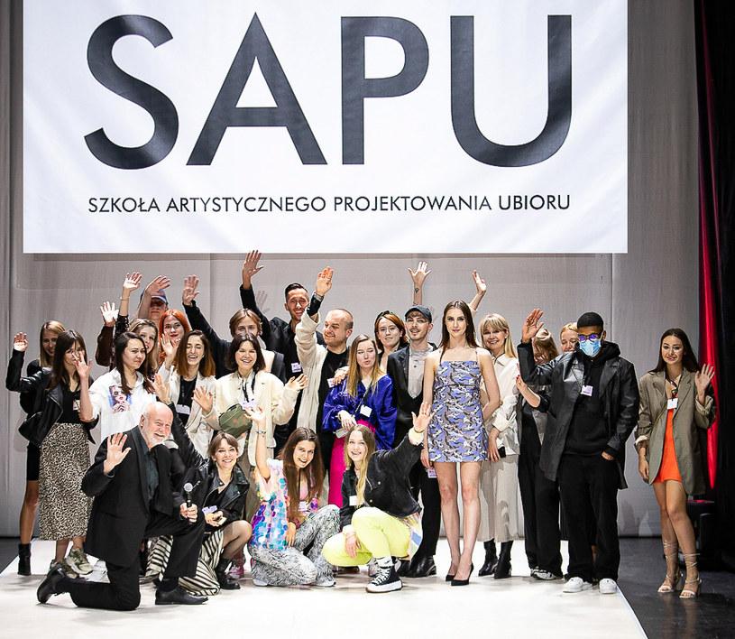 Projektanci  SAPU. Ich kolekcje zostały zaprezentowane przed jury i publicznością online /materiały prasowe