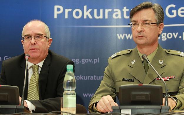 Prokurator Generalny Andrzej Seremet i Naczelny Prokurator Wojskowy gen. Krzysztof Parulski /PAP