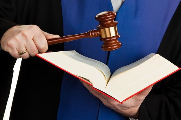 Prokurator otrzymuje podczas chorobowego 100 proc. pensji /© Panthermedia