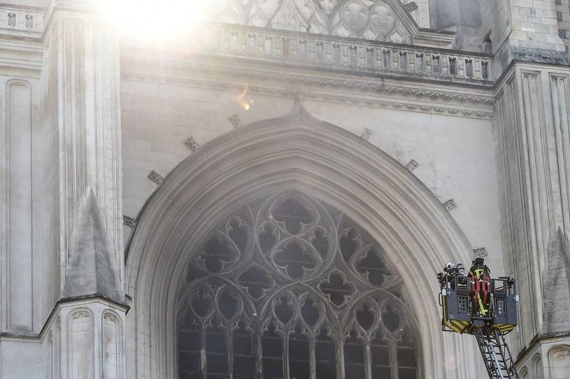 Prokurator: Wolontariusz z diecezji zatrzymany w ramach śledztwa ws. pożaru katedry w Nantes /Sebastien SALOM-GOMIS / AFP /AFP