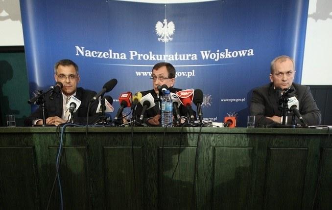 Prokuratorzy na konferencji prasowej NPW /Stanisław Kowalczuk /East News