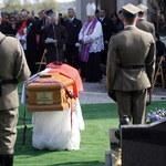 Prokuratura potwierdza: Szczątki innych ofiar w trumnie gen. Kwiatkowskiego