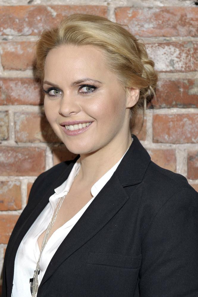 Promienny uśmiech i długie blond włosy od lat są jej znakiem rozpoznawczym /Gałązka /AKPA