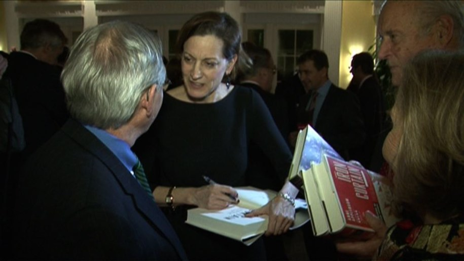 Promocja książek żony Radosława Sikorskiego w sali konferencyjno-bankietowej w rezydencji ambasadora RP /Paweł Żuchowski /RMF FM